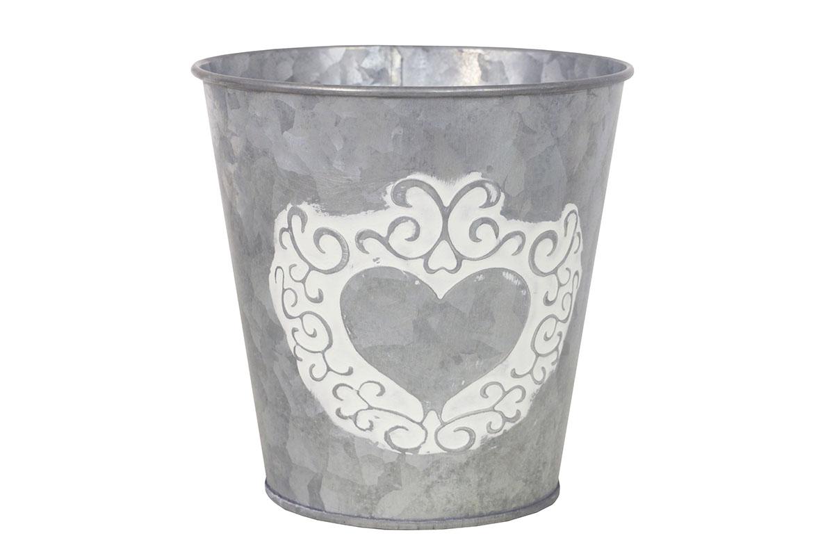 Obal kovový na květiny ve stříbrné barvě s dekorem srdce.