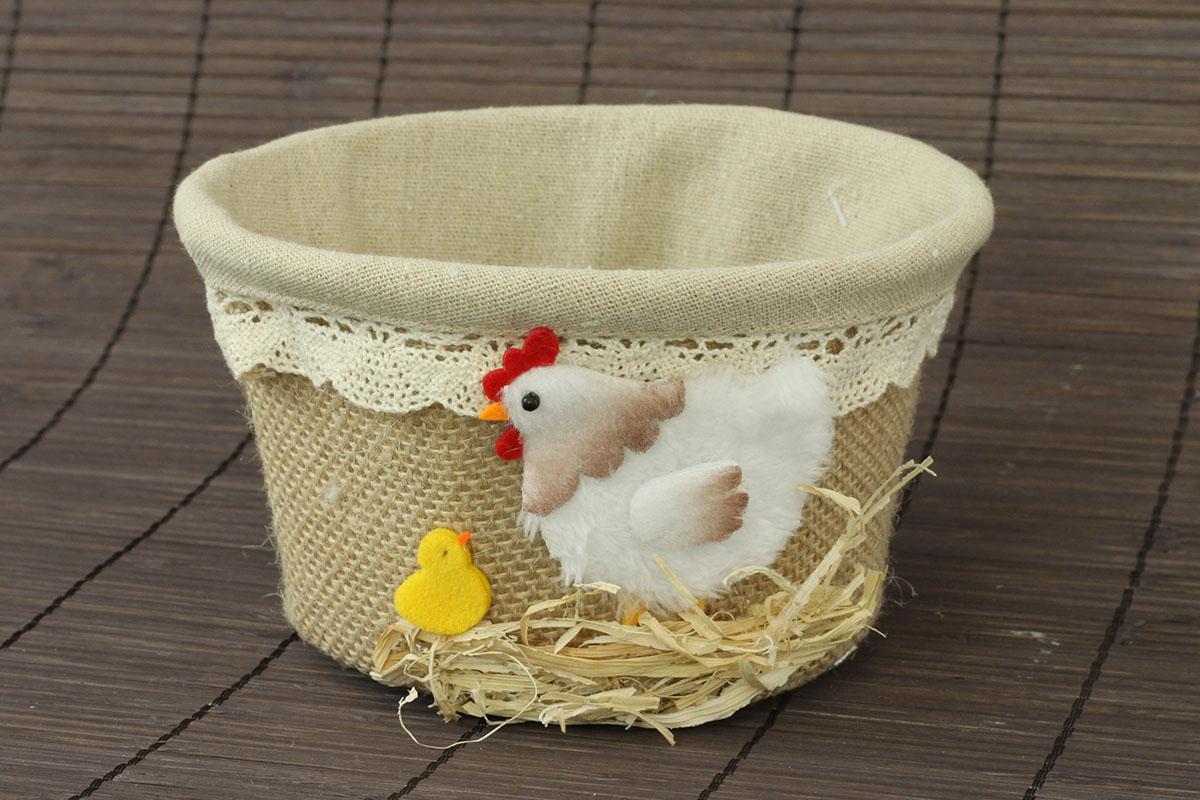 Jutový košík s dekorácia plyšovej sliepočky