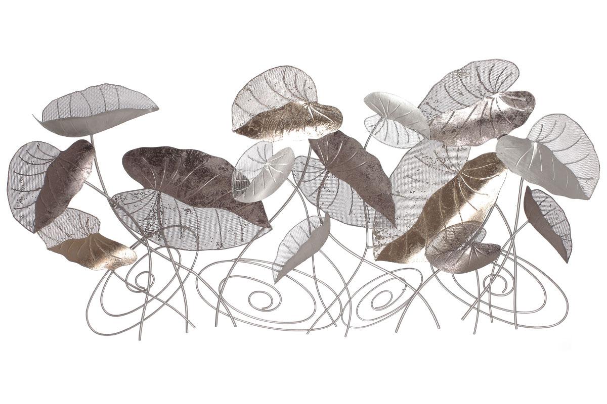 Kovová nástěnná dekorace s dekorem listů