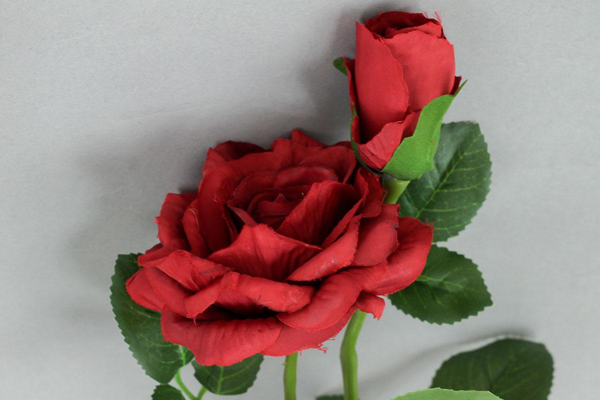 Růže umělá květina, barva červená