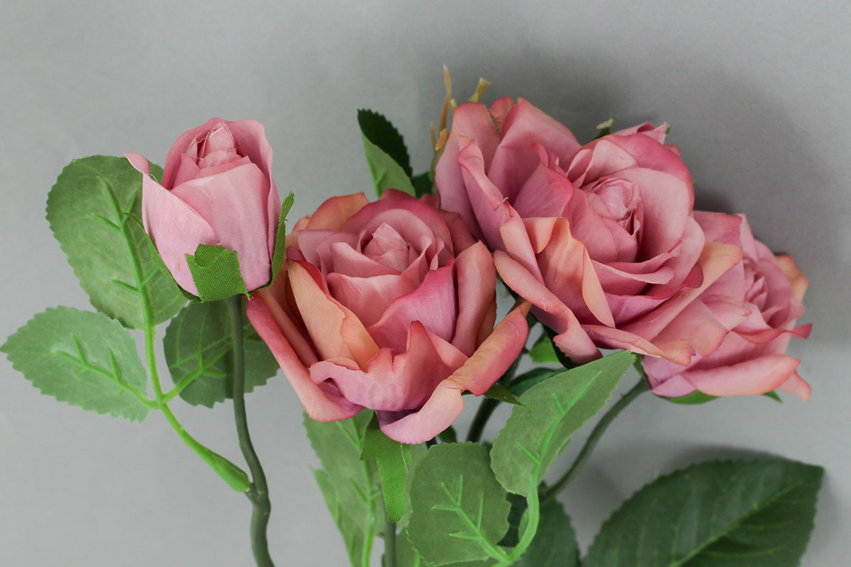 Růže, umělá květina, barva tmavě růžová