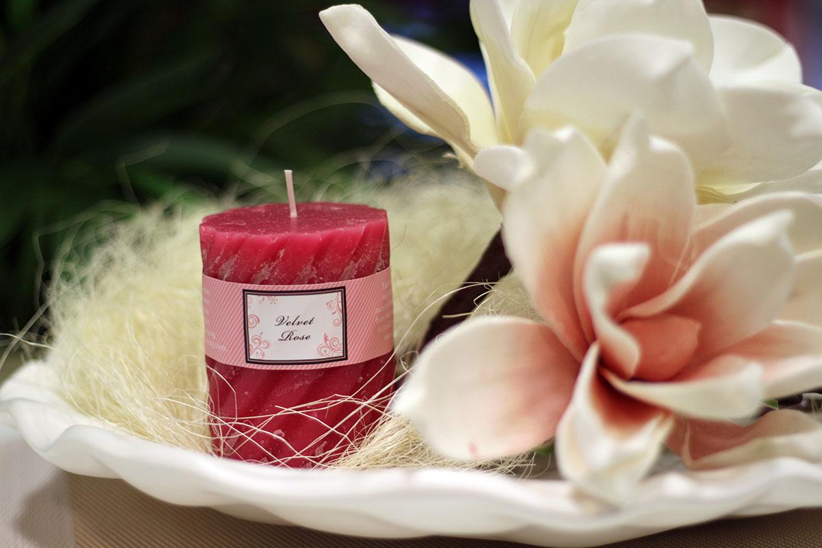 Vonná sviečka, vôňa ruže, 285g vosku, doba horenia 40hod.