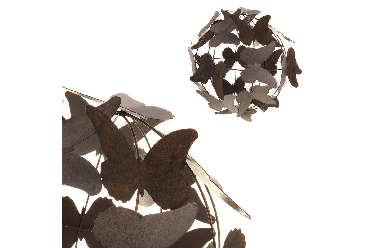 Koule z motýlů, kovová dekorace na položení.