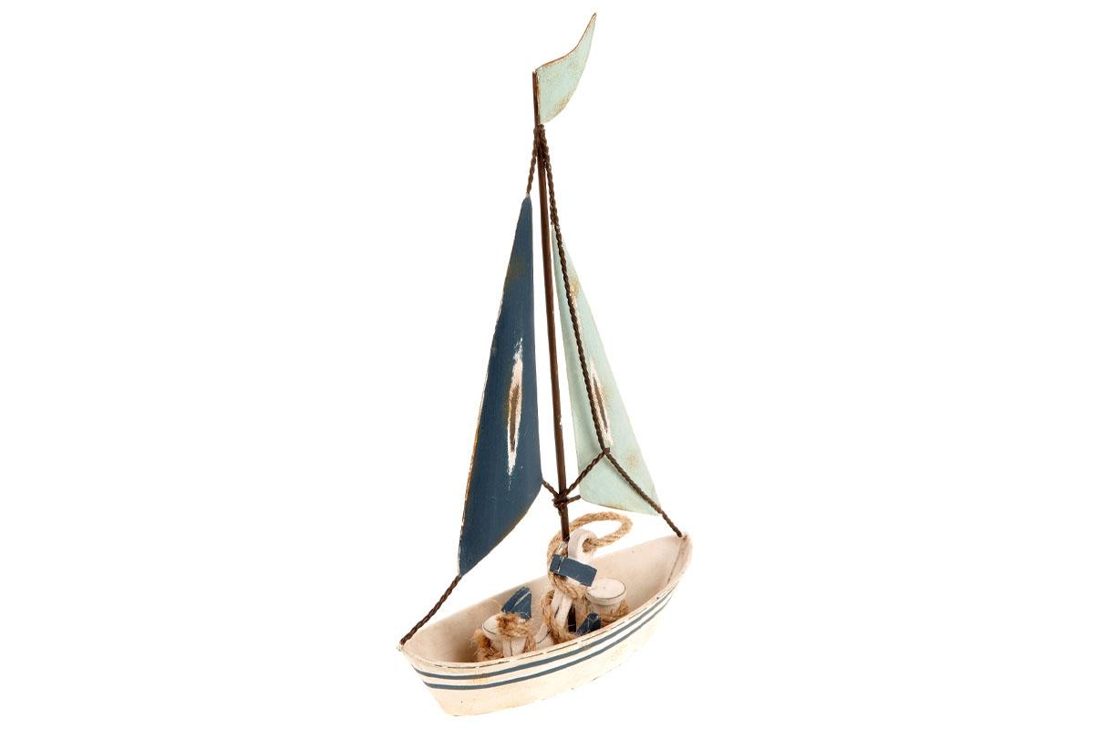 Plachetnica, kovová dekorácia