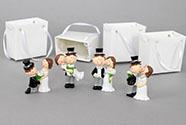 Nevěsta a ženich v papírové krabičce, dekorace z polyresinu, box 12 kusů, cena z