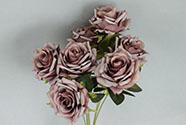 Růže, puget, barva fialová. Květina umělá.