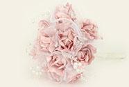 Puget z pěnových růžiček do ruky, barva lila, umělá dekorace