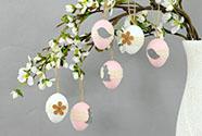 Vajíčka plastová 6 cm, dekorace na zavěšení s dekorem kytičky, 6 kusů v sáčku, c