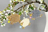 Ovečka 2 kusy v sáčku, dekorace ze dřeva a plyše na zavěšení,  cena za 1 sáček