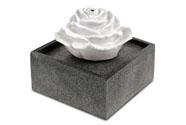 Zahradní fontána s LED světlem, černý polyresin v dekoru kámen a bílá písková rů