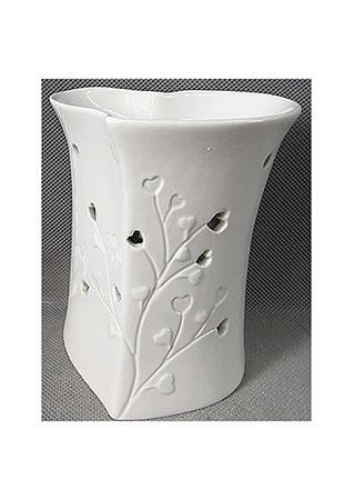 Aroma lampa s motivem srdíček, bílá barva, porcelán.